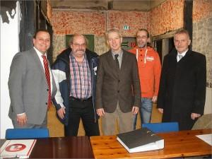 Bild (von links): Sebastian Mariniak, Dieter Dummann, Frank Oberdorf (1. Vors.) Thomas Möllenberg, BGM Wiggenhagen